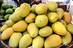Sky. Fruit Mango sales of Mature Yellow-green Royalty Free Stock Images