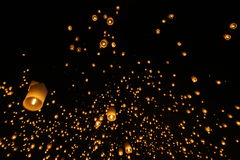 Sky lantern festivalyee peng lannain Chaing Mai, Thailand. Chiang Mai, Thailand - November 14, 2016:The Khom Loi is a cylinder of paper about one meter high Royalty Free Stock Photography