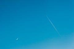 sky moon flygplan Arkivbild