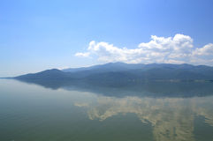 Sky reflecting in lake Royalty Free Stock Images