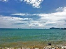 Sky&Sea Zon toenemend mooi zeegezicht landschap van het mooie overzees royalty-vrije stock afbeeldingen