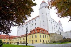 sky slovakian tre för sidan för taket för den dynamiska lampan för flaggan för det bratislava slottet towers gammal föreställd ny