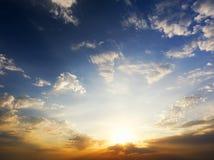Skybakgrund på solnedgång Arkivfoton