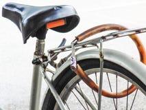 Skydd av din cykel Royaltyfria Foton