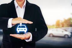 Skydd av försäkring för bilen (bil) och sammanstötningen skadar w arkivbild