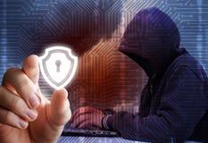 Skydd av information från en hacker royaltyfri bild