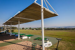 Skydd för sol för golfövningsområde Fotografering för Bildbyråer
