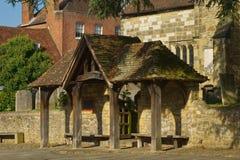 Skydd vid kyrkan, Midhurst, Sussex, England arkivbild