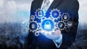 Skydda för informationsdata om molnet begreppet Säkerhet och säkerhet av molndata Arkivfoton