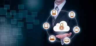 Skydda för informationsdata om molnet begreppet Säkerhet och säkerhet av molndata Royaltyfri Bild
