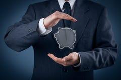 Skydda finansiella besparingar royaltyfri foto