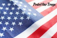 Skydda våra soldater med den högkvalitativa amerikanska flaggan Arkivbilder