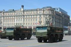 Skyddade universell hög säkerhet för pansarbilen den min resistenta bakhållet (MRAP) tyfonen KAMAZ-63968 Arkivfoto