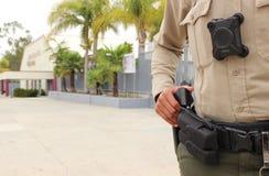 Skyddande högstadiumuniversitetsområde för polis royaltyfria bilder