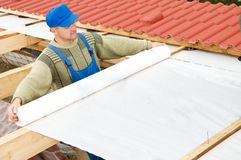 skyddande taklägga arbeten för lager Fotografering för Bildbyråer