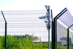 skyddat omr?de Bevakningkameror för bevakning Cctv-längd i fot räknat från vår egenskap Staket arkivfoton