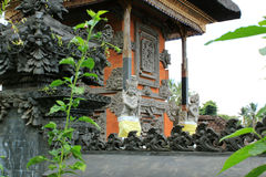 Skyddsängelstaty på Bali den hinduiska templet Royaltyfria Bilder