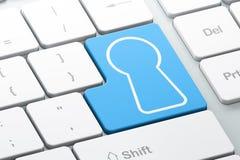 Skyddsbegrepp: Nyckelhål på datortangentbordet Royaltyfri Fotografi