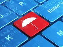 Skyddsbegrepp: Paraply på datortangentbordet Royaltyfri Fotografi