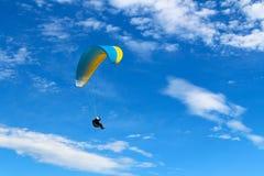 Skydiver in de hemel Royalty-vrije Stock Foto's