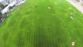 Skydiver die in hemel parachuteren Extreme hobby adrenaline Boven Arizona landing stock footage