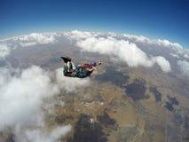 Skydiver i handling Arkivfoton