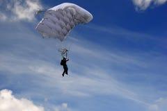 Skydiver i himlen Arkivfoto