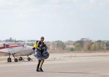 Skydiver, når att ha hoppat Arkivbilder