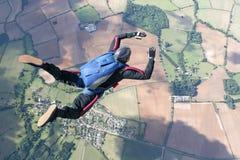 Skydiver nella caduta libera alta in su nell'aria Immagini Stock Libere da Diritti
