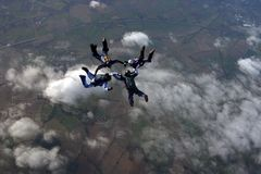 skydivers образования 4 здания Стоковое фото RF