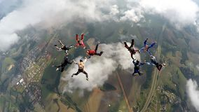Skydivers die twee cirkels maken royalty-vrije stock fotografie