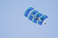 Skydivers i bildande Royaltyfria Bilder