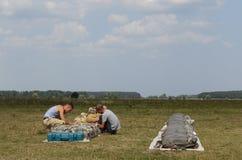 Skydivers sterty spadochrony zdjęcie stock