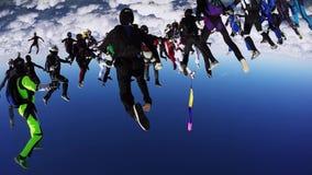 Skydivers team i likformig gör bildande i himmel höjd Extremt jippo falla arkivfilmer