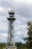 skydiving一个老的塔 库存照片