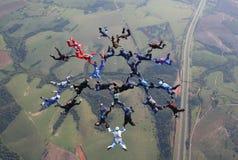 Skydiving大小组形成 免版税库存照片