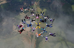 Skydiving大小组形成 免版税库存图片
