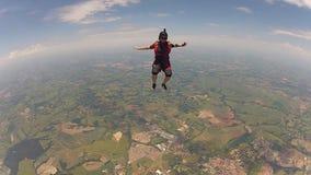Skydiving妇女坐飞行 影视素材