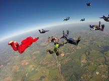 Skydiving小组形成 免版税库存照片