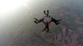 Skydiving 4方式队 免版税库存图片