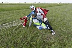 Skydiving照片。 纵排。 库存照片