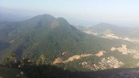 Skydiving在Caraguatatuba 免版税库存照片