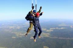 skydiving Il momento di spiegamento del paracadute fotografie stock libere da diritti