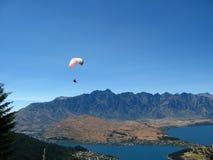 Skydiving, Queenstown, Nueva Zelandia Imagen de archivo libre de regalías