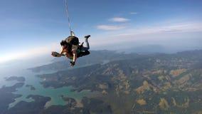 Skydiving tandemu szczęście obrazy stock