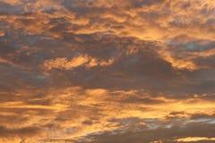 Skyen är på Fire arkivbild