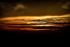 Skyen avfyrar på Arkivfoton