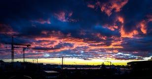 Skyen avfyrar på Arkivfoto