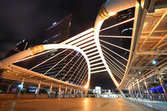 Skyen går arkitektur som spindel i Bangkok Royaltyfri Bild