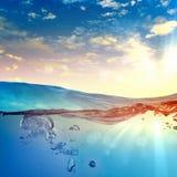 Havet vinkar med bubblar Royaltyfria Foton